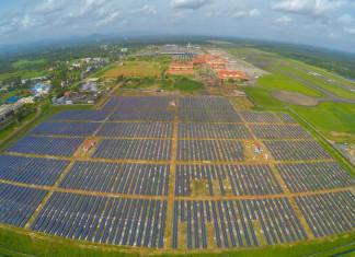 Первый в мире аэропорт на солнечных батареях