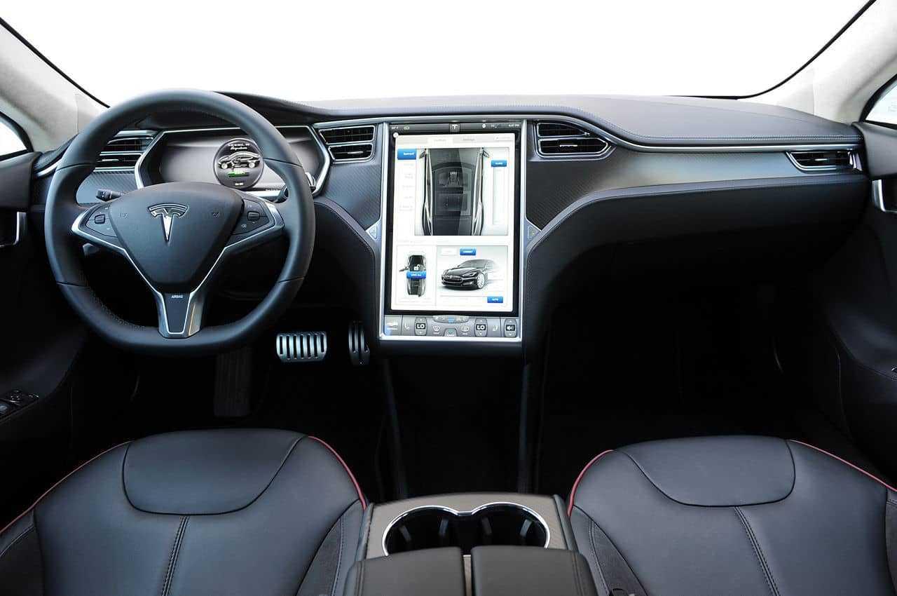 Tesla модернизирует электромобили посоветам из социальная сеть Twitter