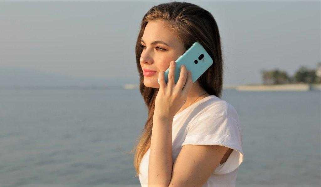Вот водостойкий смартфон (и собственно пресс-папье) всего за триста!