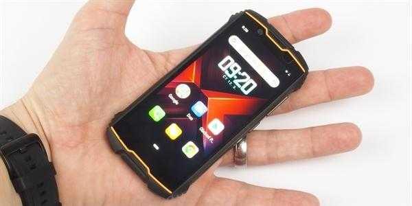 Мы попробовали самый маленький смартфон на рынке. В качестве бонуса вы получаете повышенную долговечность
