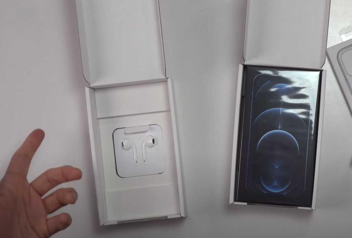 Большая коробка для наушников EarPods и новая стандартная маленькая коробка для iPhone