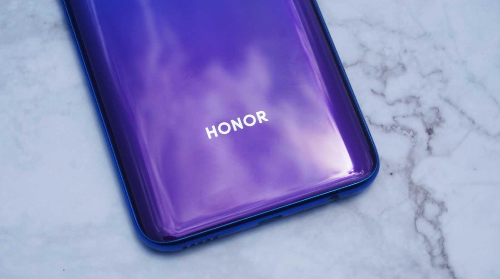 [Update: Huawei Denies] Аналитик: Huawei, скорее всего, продаст бизнес смартфонов Honor