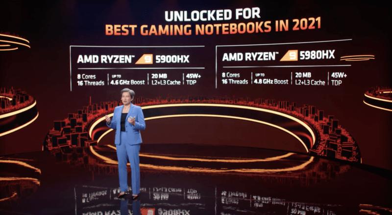 Женщина проводит презентацию перед гигантским видеоэкраном.