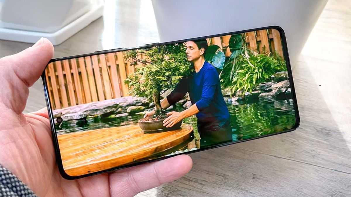 Android 12 исправит самое худшее в использовании телефона в постели