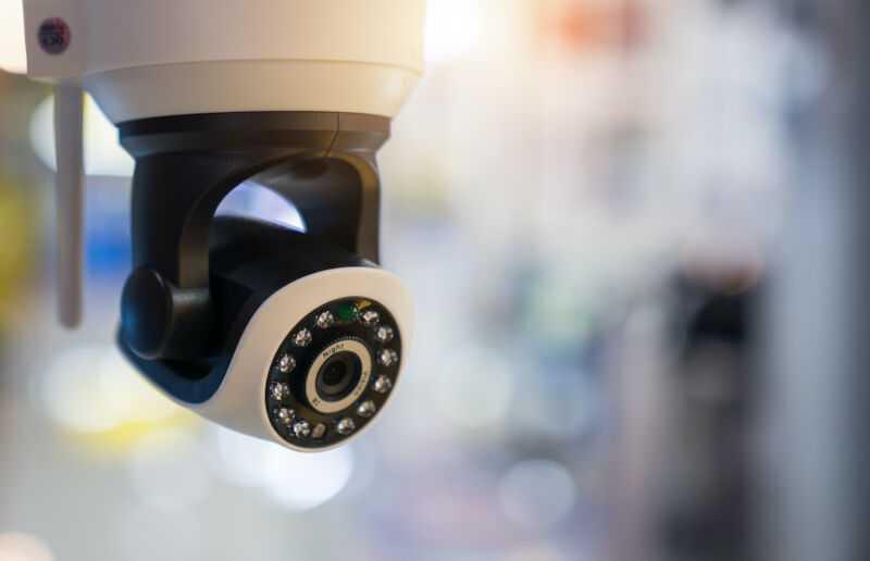 Хакеры получают доступ к камерам видеонаблюдения в Cloudflare, тюрьмах и больницах