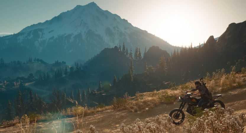 Дикон едет на мотоцикле по горам Орегона.