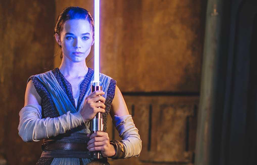 Новая `` рабочая '' опора для светового меча от Disney выглядит чертовски реально