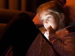 Телефонные приложения американских школ отправляют информацию о детях в рекламные сети и аналитические фирмы • The Register